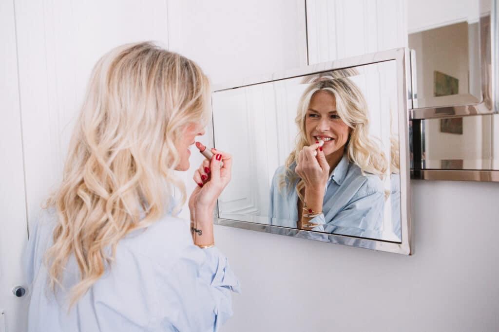 Joëlle Bildstein, The Belly Lab, TBL, Ventre plat, confiance en soi, rouge à lèvre, miroir, beauté
